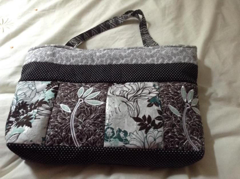 2408 Sue Winn How doess your garden grow tote bag autumn