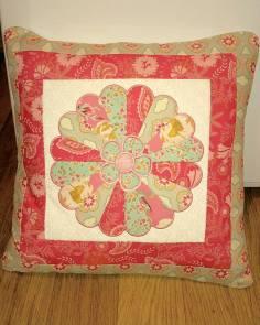 eileen park 010216 dresden plate-sweet-as-sugar-cushion-and-block pillow