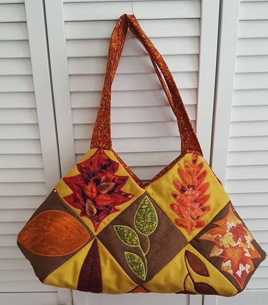 0510-pat-thomas-leaf-quilt-block-and-bag.jpg